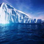 Los icebergs se desprenden del continente antártico como consecuencia del aumento de la temperatura glogal